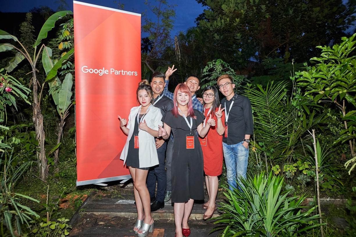 Webnatics Google Club Pinnacle representatives